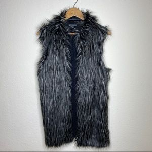 🖤SALE: price drop🖤 Adrianna Papell faux fur vest